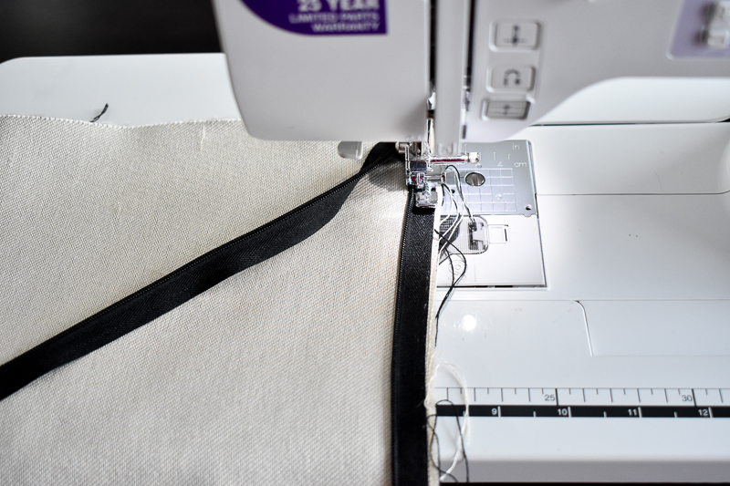 Tutorial - How to sew an invisible zipper pillow cover